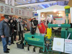 Výstava Linky na peletky, lisy na pelety, briketovací lis, výroba pelet